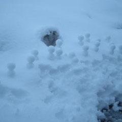 ①「雪だるま群」 ②ジャグラー