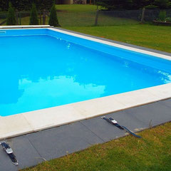 Pool mit Rollschutzabdeckung