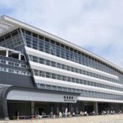 JR新鳥栖の駅には、1日に新幹線が約100本来ます。(すべて止まるわけではありません)