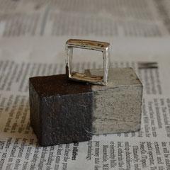 鉄のキューブを錆びさせました
