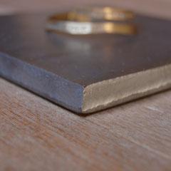 厚みは12mm。切りっぱなしの鉄板です。