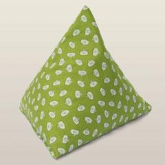 Kissen in Dreiecksform, gefüllt mit Zirbenholz-Spänen, grün