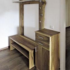Garderoben-Element mit Sitz-/Schuhbank, Schränkchen mit zwei Schubkästen und Tür, beides aus Nussbaum