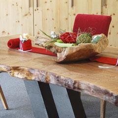 Tischplatte mit unregelmäßiger, natürlicher Längs-Kante
