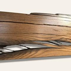 Mooreichenbohle Detail: erhaltene und herausgearbeitete Rissbildung