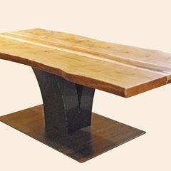 Esstisch aus Birnbaum und Apfel-Holz, Cortenstahl-Gestell in Form eines stilisierten Baumes (V-Form)