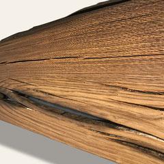 Perspektivische Ansicht der Mooreichenbohle mit Maserung und Rissen