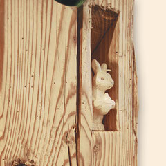 """Nische mit Holz-Dekoelement """"Hase"""""""
