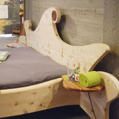"""Kopfteil am Bett """"Waldfee"""" mit """"Blume des Lebens"""" aus einheimischem Apfelholz"""