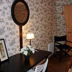 Chambres d'hôtes Bayeux - Jardins et Hôtel particulier - Coin bureau de la deuxième chambre suite Indochine