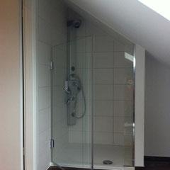 Dusche unter dem Dach