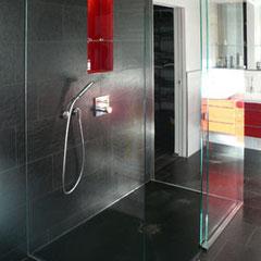Dusche mit Schiebetür Edelstahlbeschlägen
