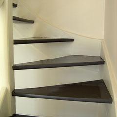Escalier 2 tons, marches gris foncé et limon beige