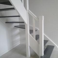 escalier 2 tons , marche gris foncé et limon beige