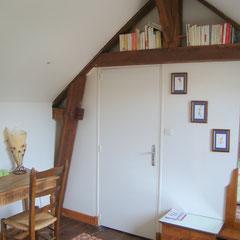 bibliothèque dans la chambre