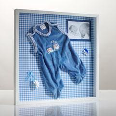 Individuelle 3D-Memoryrahmen, gefüllt mit den Lieblingsstücken ihres Babies