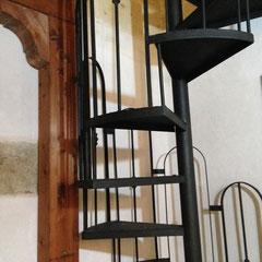 scala per raggiungere le due camere sul soppalco