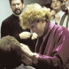 Seit 1987 schminkt Ria Karner die Spieler vor ihrem Auftritt.