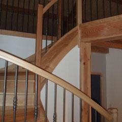 Entreprise MARTY Joël - Aveyron (12) - Escalier 2/4 Tournant avec balustres métal + bague décorative. N°3