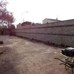 """Mur 50M long Hotel Vignes Blanches Beaucaire mur """"avant"""""""