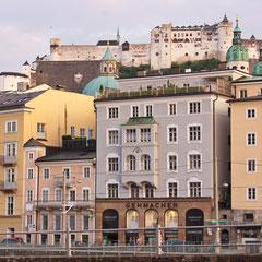Ansicht der Salzburger Altstadt mit der Festung Hohensalzburg im Hintergrund