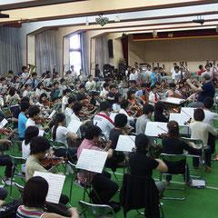 オーケストラホール(250帖)での練習風景。