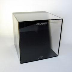 Cube en plexi de présentation pour Chanel