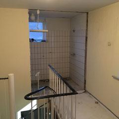 badezimmer rennovieren fliesen beton cire verputzen verspachteln interior neu alt Arbeitsfläche verspachteln beton cire holzplatte mdfplatte spanplatte