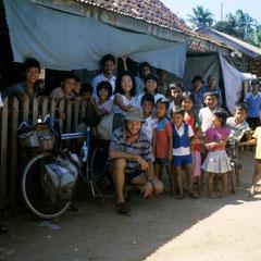 Indonésie . Rencontres dans une village à Java