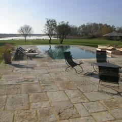 Plage de piscine en pierre de Bourgogne à Arles (13)