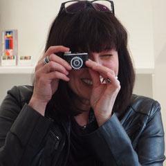 Carolin Wolfram von Wolmar, Retro-Kamera, Fotokunst, Ausstellung, Galerie, Hessischer Rundfunk, Fernsehen, TV-Beitrag, abstrakte Fotokunst