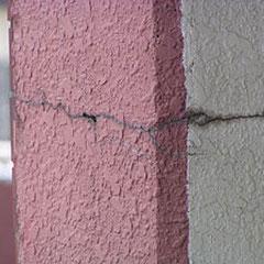 外壁のヒビ割れが発生しています。