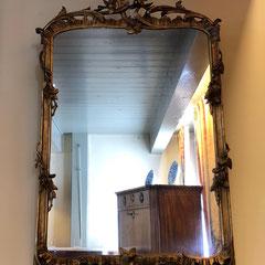 No 38 Hollandse spiegel in Louis XV stijl (Tweede helft negenttiende eeuw) 88 c/m hoog 52 c/m breed . prijs op aanvraag.