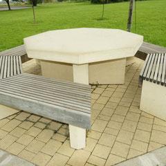 Tischplatte 8-eckig mit Sitzbank