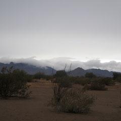 ♡ イーグルテールマウンテン山脈と雨雲