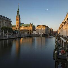 Alsterarkaden und Rathaus/Hamburg