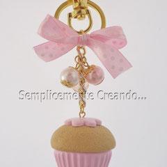 """n. 14 portachiavi """"Cupcake"""" in fimo con perline e fiocchetto rosa a pallini bianchi. (Dimensioni circa cm 3,5 x 3h)"""