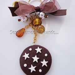 """n. 13 portachiavi biscotto """"Pan di Stelle"""" in fimo con perline varie. (Dimensioni circa cm 3,5 x 3,5 x 0,5)"""