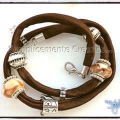 """BR.LY_003 Bracciale """"Pandora Style"""" - """"Stylish"""" in lycra elasticizzata colore marrone con chiusura con moschettone (disponibile anche senza)"""