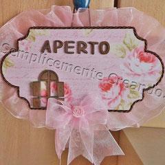 """n. 01 Targhetta """"Aperto/Chiuso"""" double face in legno per negozi (cm 20x10) lato A"""