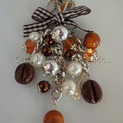 n. 06 portachiavi con charm a forma di chicchi di caffè in fimo, cucchiaino e perle varie