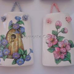 tegolina in ceramica smaltata decorata con glitter (cm 6,5 x 9)