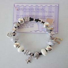 BR.CA_033 Bracciale Pandora Style in caucciù nei toni bianco, grigio chiaro e argento. Charm a forma di cuoricino, uccellino e nota musicale.