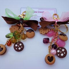 n. 04 - n. 05 portachiavi / accessori per borse con perle e biscottini in fimo