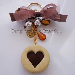 """n. 10 portachiavi biscotto """"Cuore di cioccolato"""" in fimo con perline varie. (Dimensioni circa cm 3,5 x 3,5 x 1,2)"""