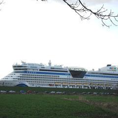 Ozeanriesen , gebaut in der Meyer Werft in Papenburg.