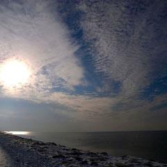 Winter an der Nordsee . Zieht euch warm an.