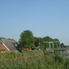 Einsame Fehnhäuser am Fehnkanal
