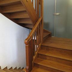 Ganzgestemmte Treppe in Eiche.