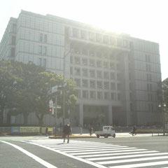 大阪市役所御堂筋より